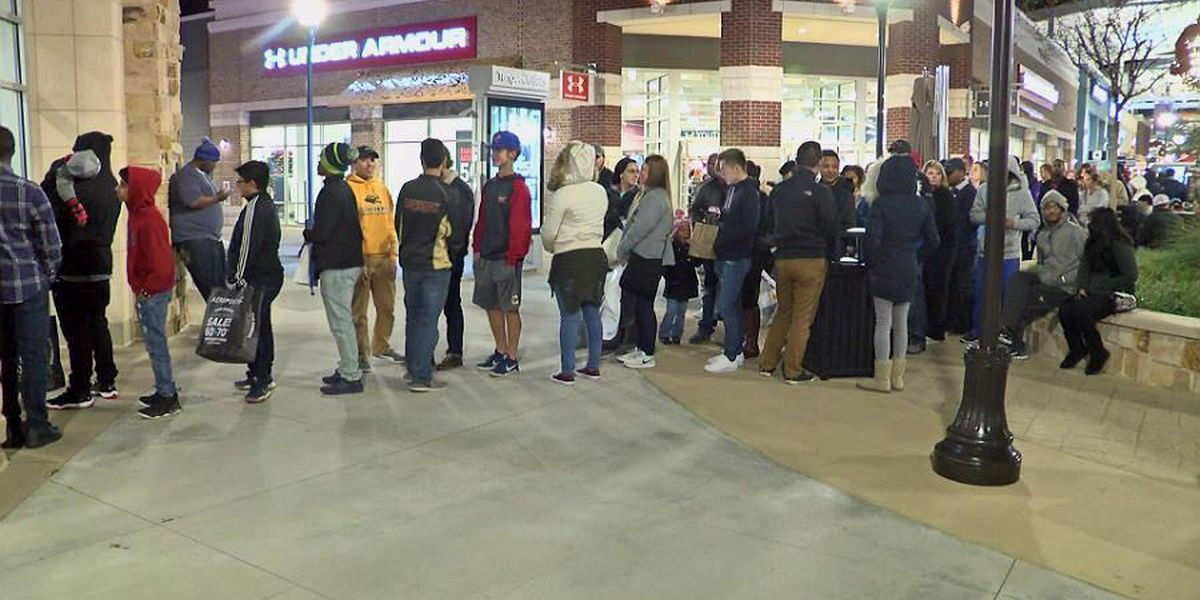 Black Friday rush sees long lines for deals