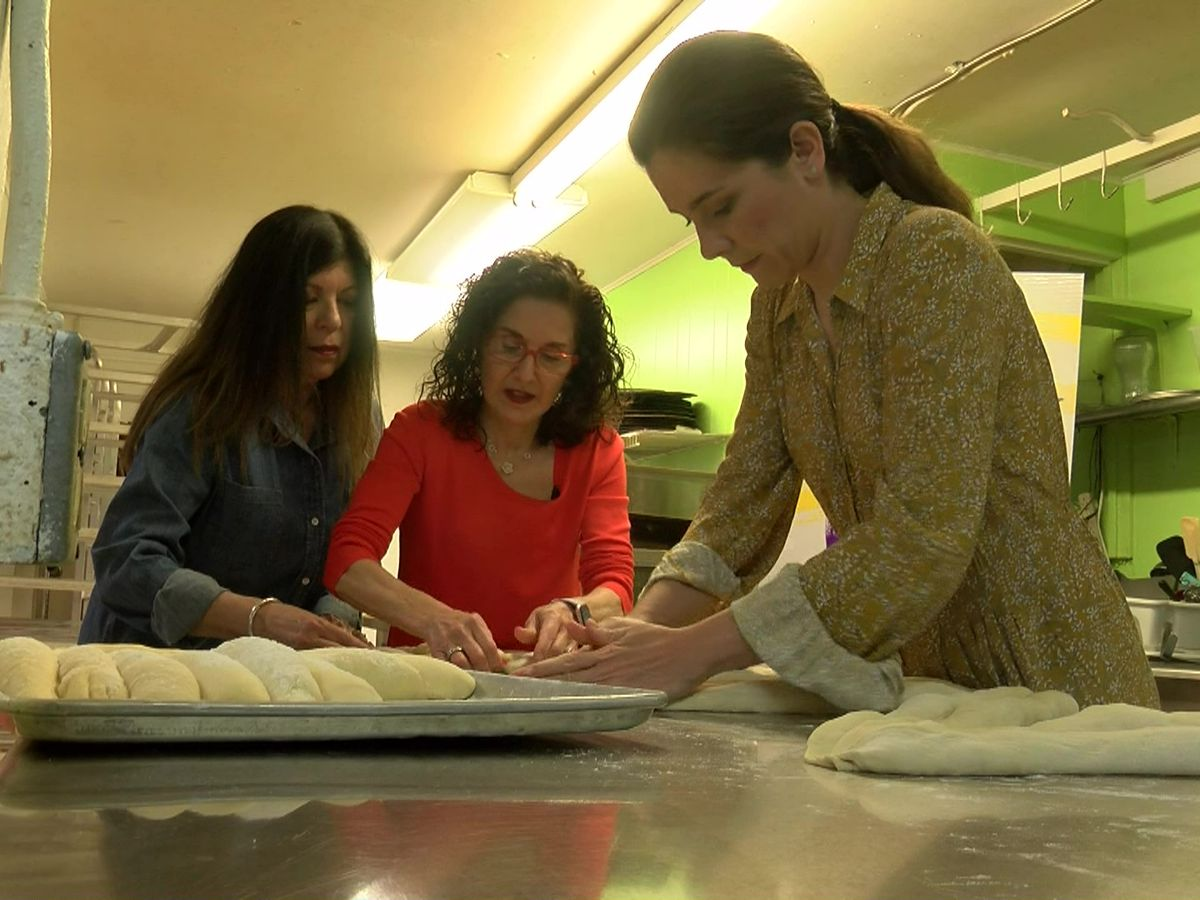Bakery provides hands-on lesson in making Challah for 'Fiddler on the Roof'
