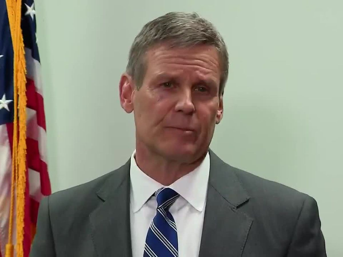 Gov. Bill Lee signs order requiring Tennesseans to stay home