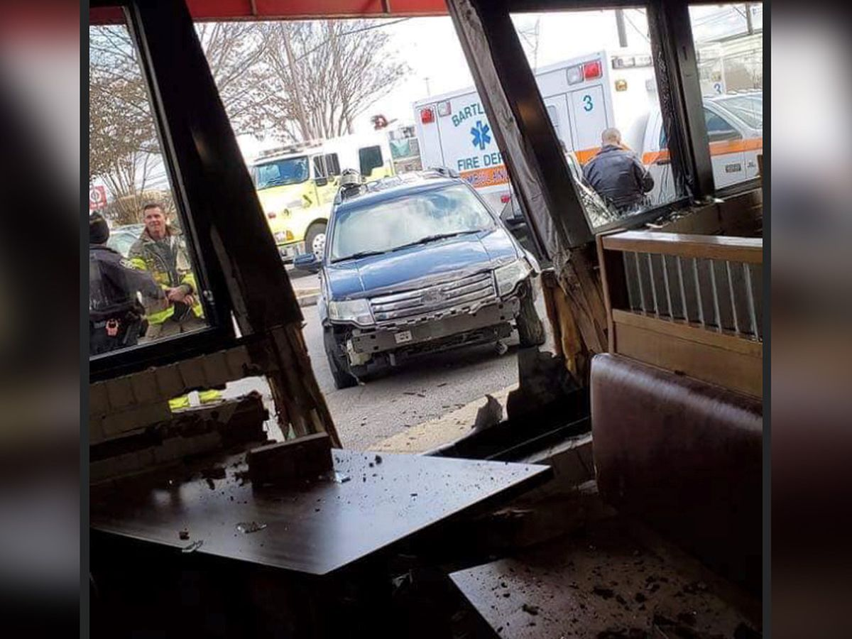 Driver crashes into Cook Out restaurant in Bartlett, report says