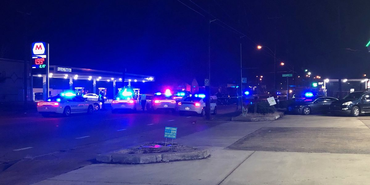 Deadly motorcycle crash shuts down North Memphis intersection
