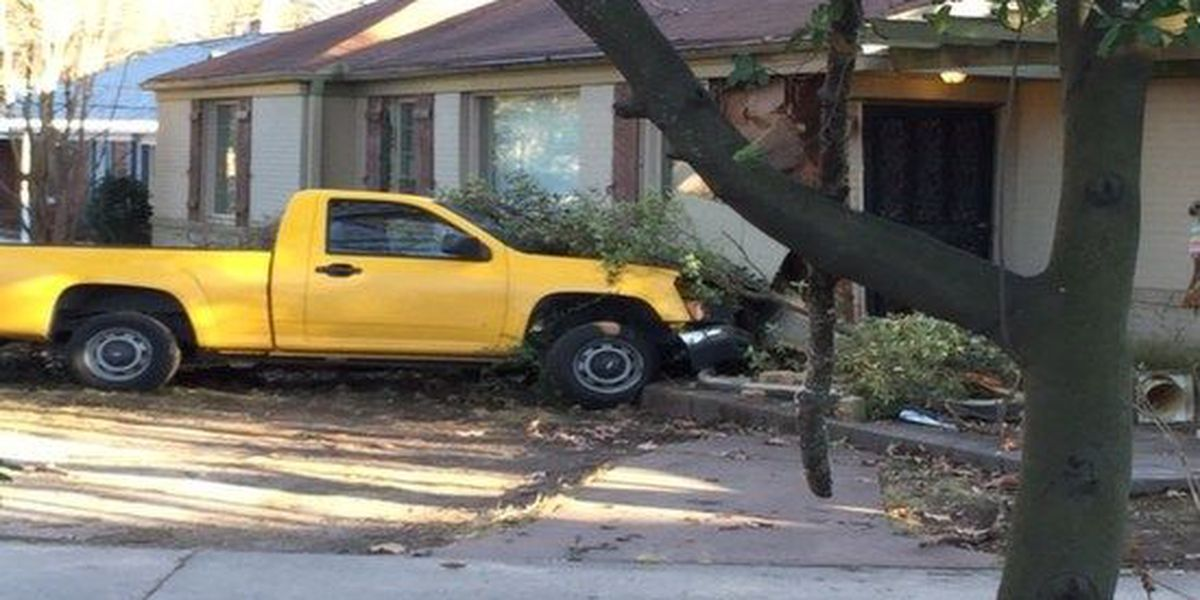Truck crashes into East Memphis house