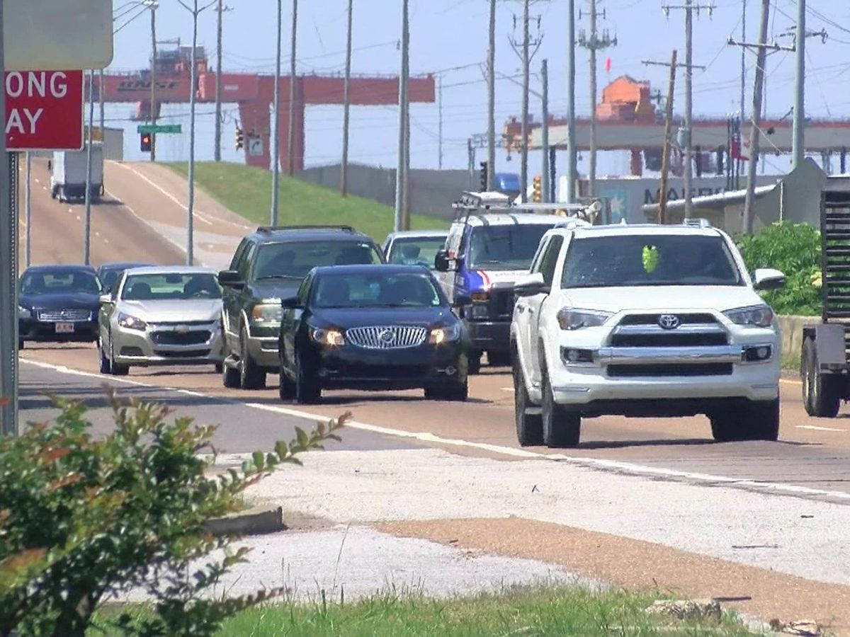 Moratorium extended for car lots, gas stations on Lamar Avenue