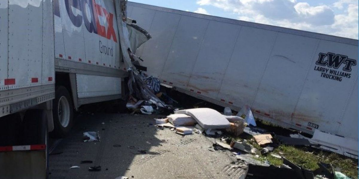 3 dead after tractor-trailers collide on Arkansas interstate