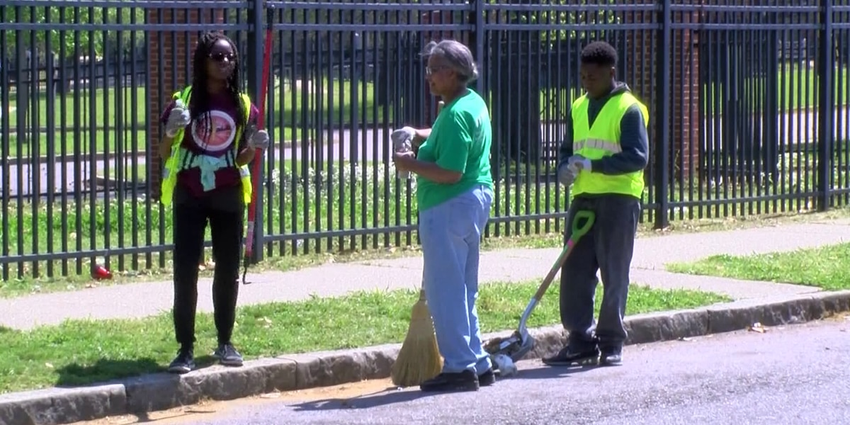 Volunteers turn out for Northaven cleanup event