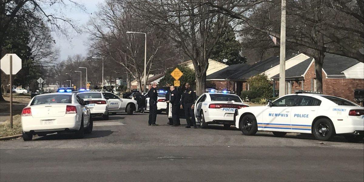 Carjacking suspects crash into 2 MPD cars