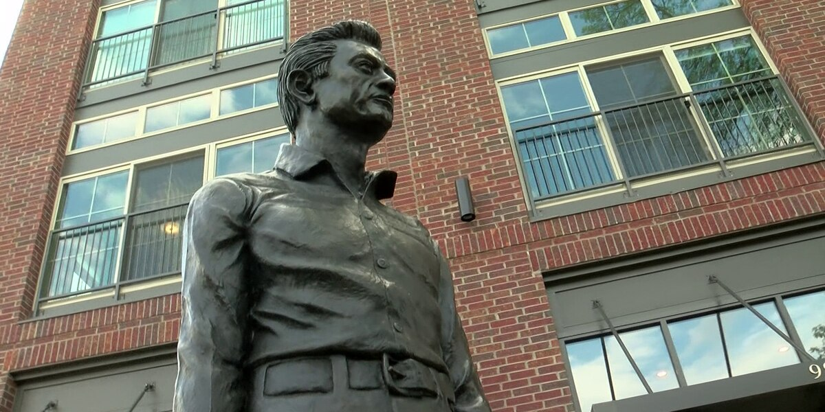 Johnny Cash statue unveiled in Cooper-Young