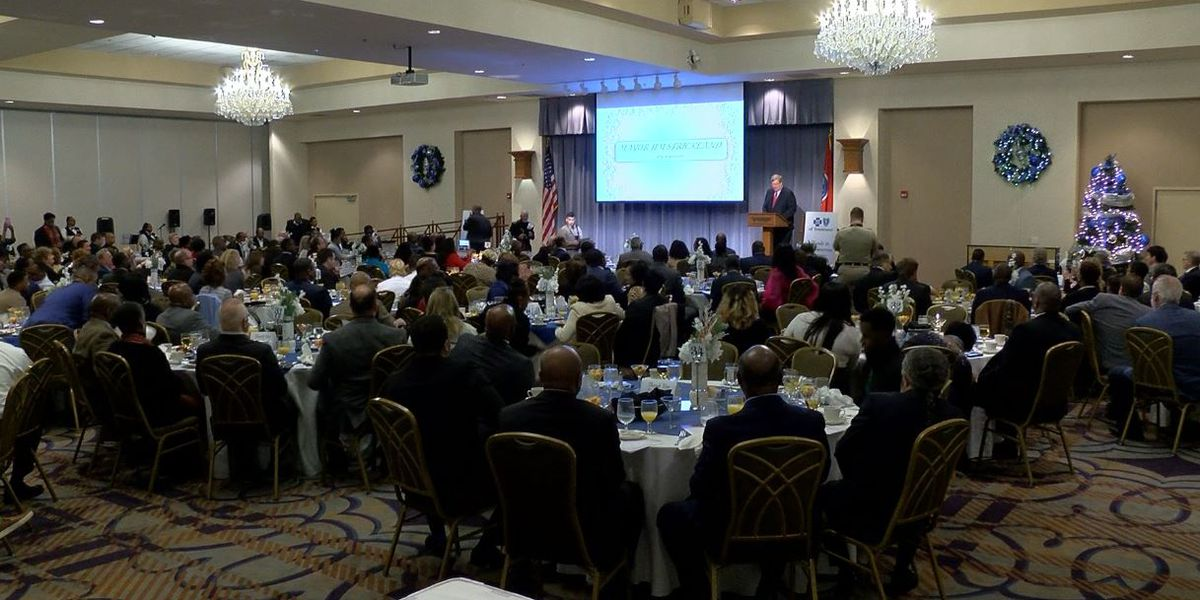 Strickland uses NYE prayer breakfast to push for youth literacy volunteers