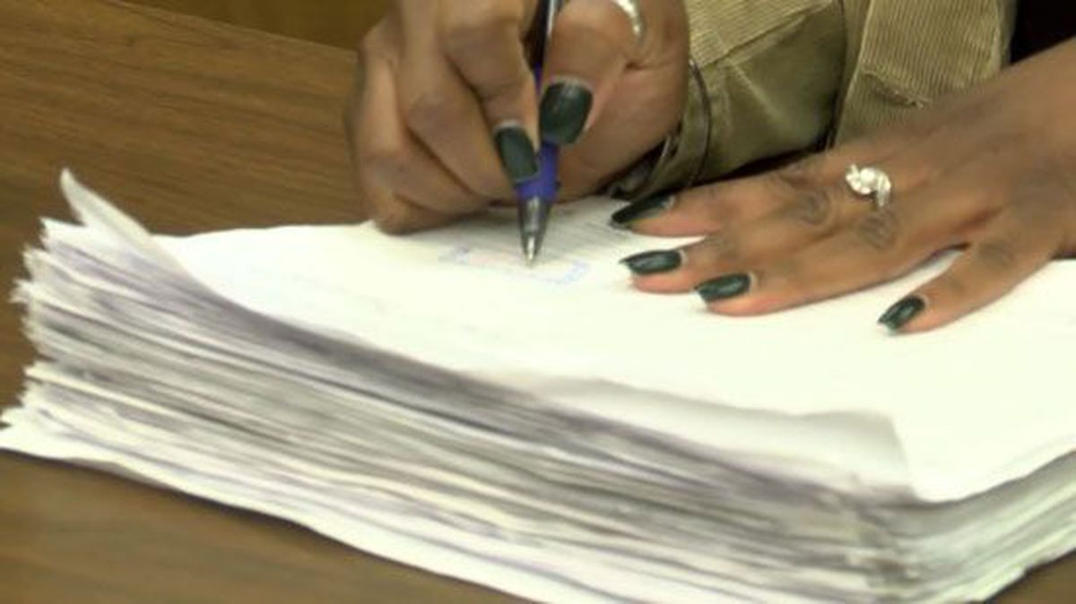 Lakeland residents sign petition to reverse city decision