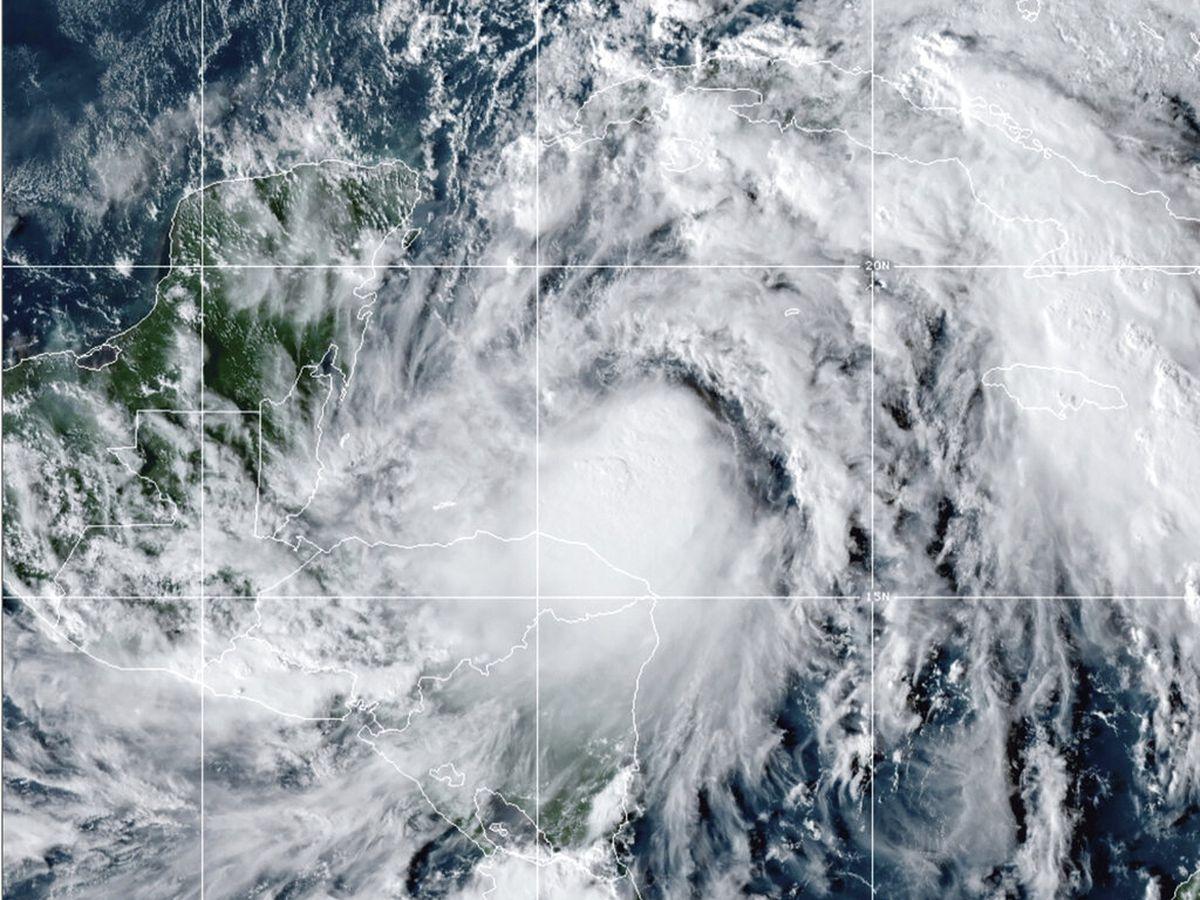 Zeta re-strengthens to a hurricane, takes aim at Gulf Coast