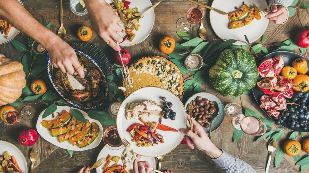 Visiting family for the holidays? Hear what health experts recommend