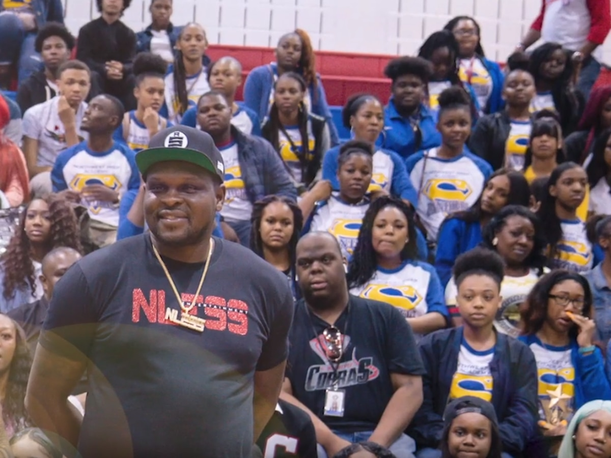 Zach Randolph gives Thanksgiving holiday boxes to 500 families