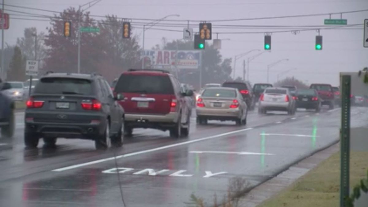 Mid-South road crews preparing for potentially slick conditions Tuesday morning